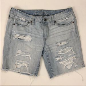AMERICAN EAGLE DISTRESSED SHORTS SIZE 8